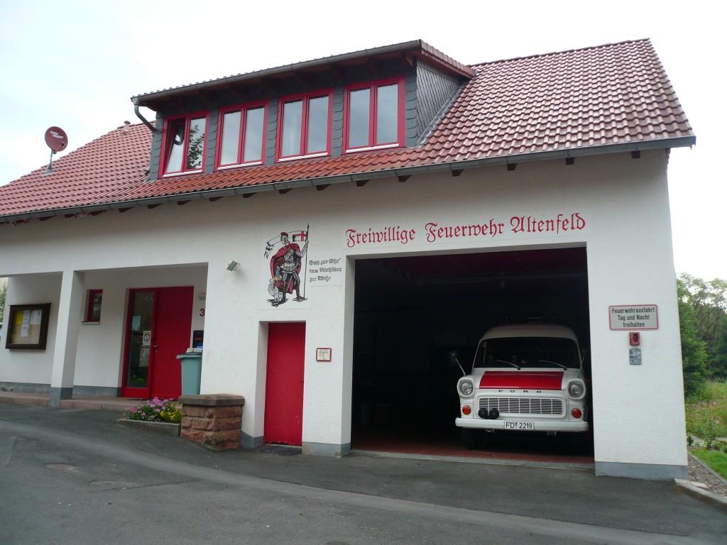 Feuerwehrhaus incl. Fahrzeug